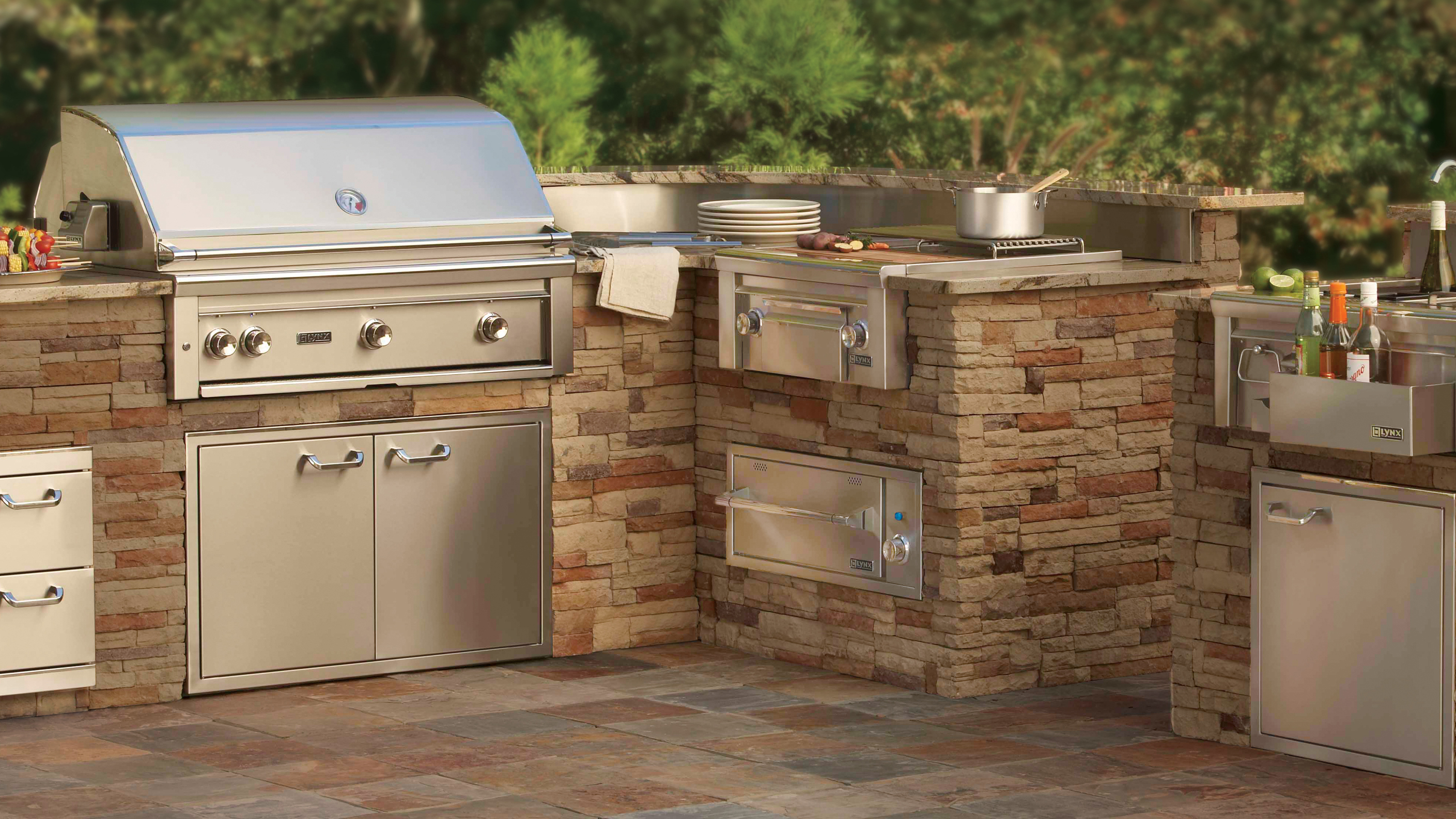Featured product lynx professional grills castlelite block for Outdoor kitchen barbecue grills