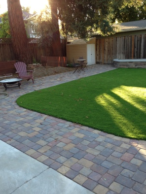 Prestige Pavers with turf and stone wall (4)