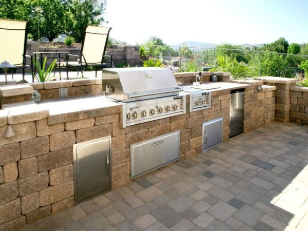 Expanding your outdoor living space castlelite block for Block outdoor kitchen